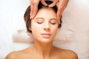 Facial massage shiatsu facial massage also relaxes facial muscles and induces the flow of vigor through the face it helps in the removal of toxins and the final outcome solutioingenieria Images